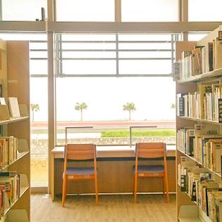 沖縄の図書館を周るツアーに参加してきました